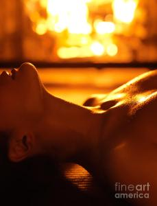 sensual-photo-of-naked-woman-in-front-of-fireplace-oleksiy-maksymenko